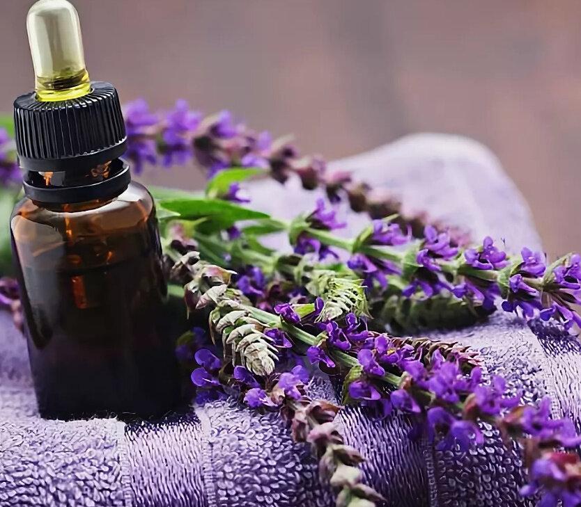 Как использовать эфирное масло розмарина для волос?
