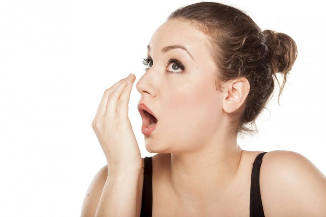 Кислый запах изо рта у взрослого причины