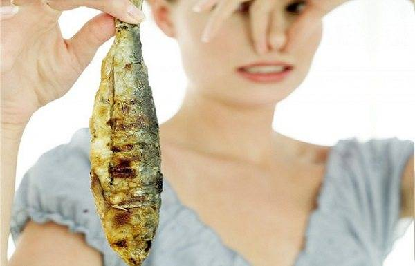 Причины выделений с неприятным запахом у женщин и способы лечения