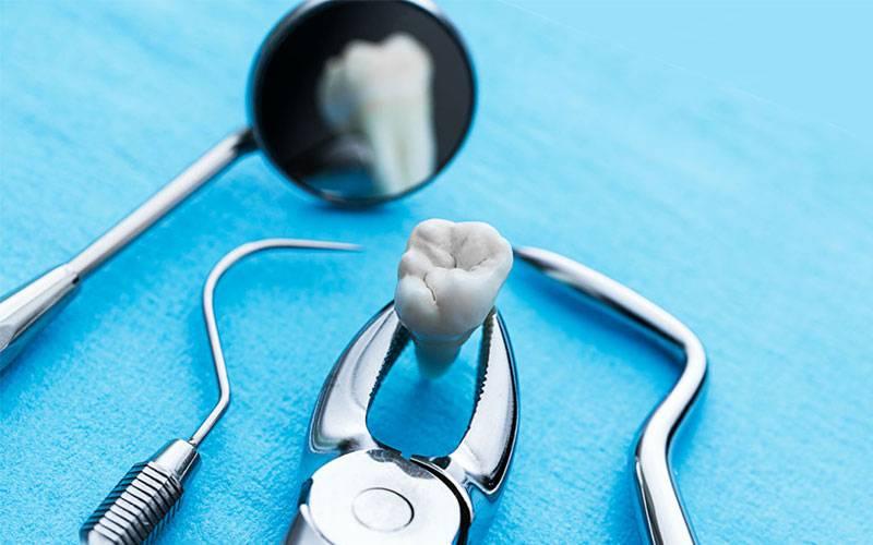 Это стоит узнать каждому: что кладут в зуб после удаления и сколько надо держать тампон?