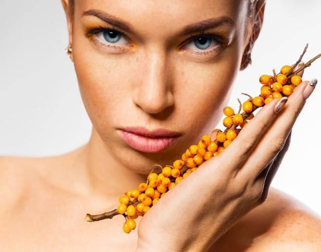 Облепиховое масло для лица: лечебные свойства для кожи и применение в косметологии