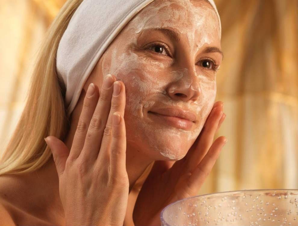 Уход за кожей лица после 45 лет в домашних условиях