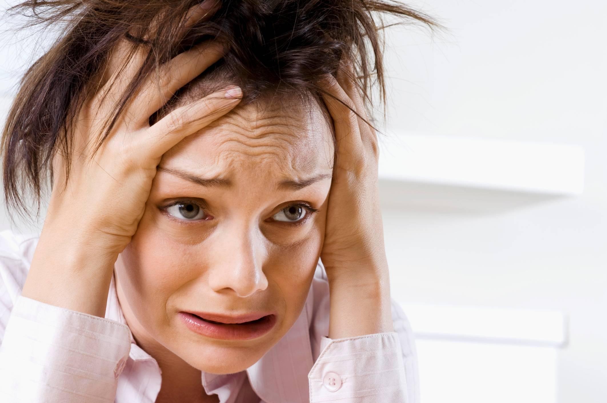 Сильная боль в желудке спазмами: что делать при симптомах?