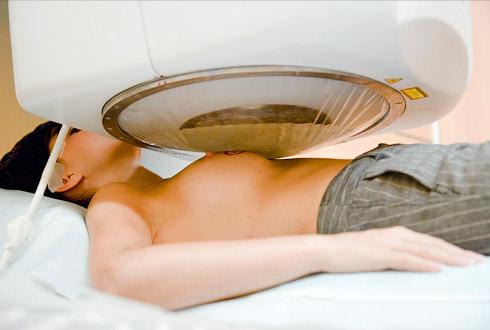 Как проводится и действует лучевая терапия при раке молочной железы. побочные эффекты и восстановление после радиотерапии