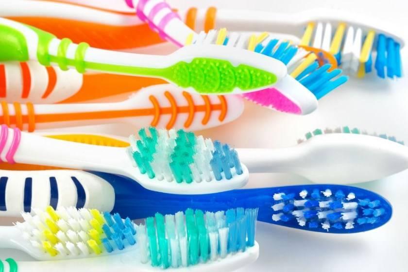 Электрическая зубная щетка: виды, особенности и преимущества