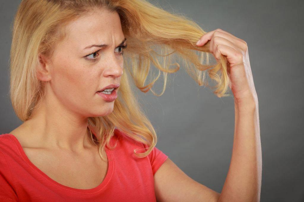 Почему нельзя красить брови при месячных