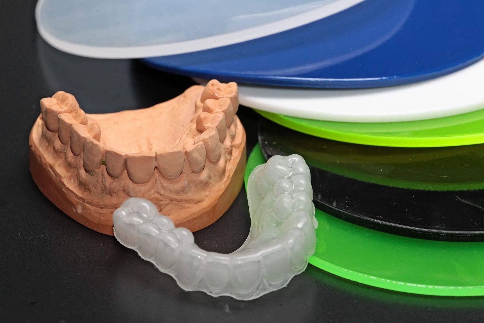 Лучшие виды зубных мостов и протезов, плюсы и минусы конструкций с фото