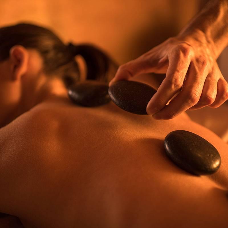 Стоун массаж или массаж горячими камнями