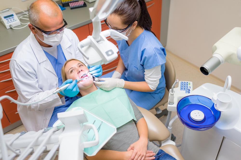 Стоматолог-ортопед: кто это, чем занимается и что лечит зубной врач в сфере протезирования?