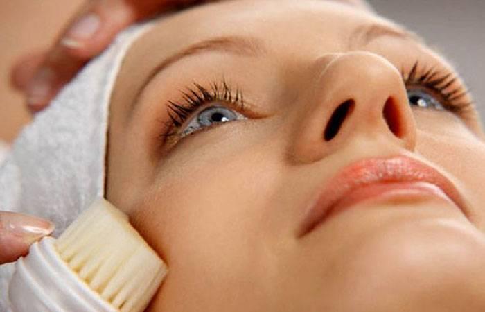 Брашинг лица: особенности проведения процедуры