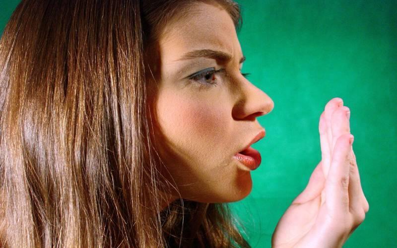 Кровоточивость дёсен и запах изо рта — могут быть причиной опасных болезней