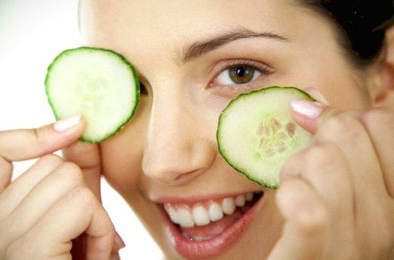 Лучшие рецепты масок, снимающих отеки на лице