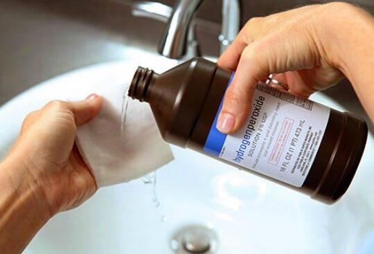 Поможет ли полоскание перекисью водорода при стоматите?