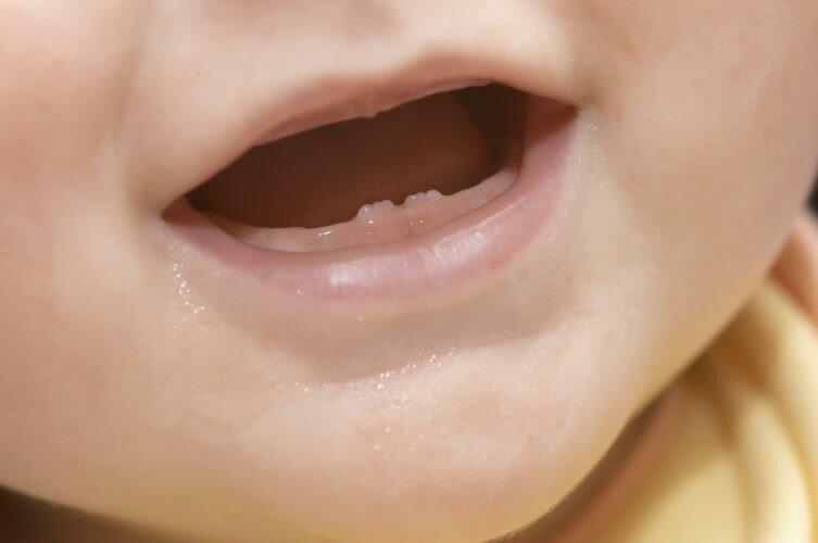 У ребенка прорезались зубы