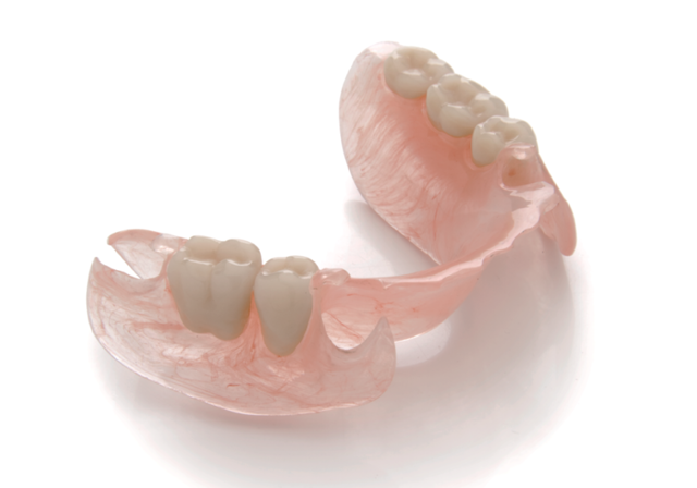 Правда или миф: все, что вы боялись спросить о зубных протезах